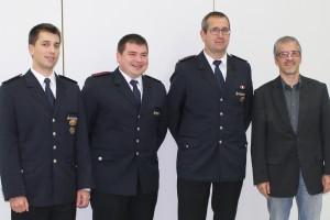 v.l.n.r.: Kommandant Daniel Rinklin, 1. stellvertretender Kommandant Kevin Rösch, 2. stellvertretender Kommandant Rudolf Schmid und Bürgermeister Jochen Grothe